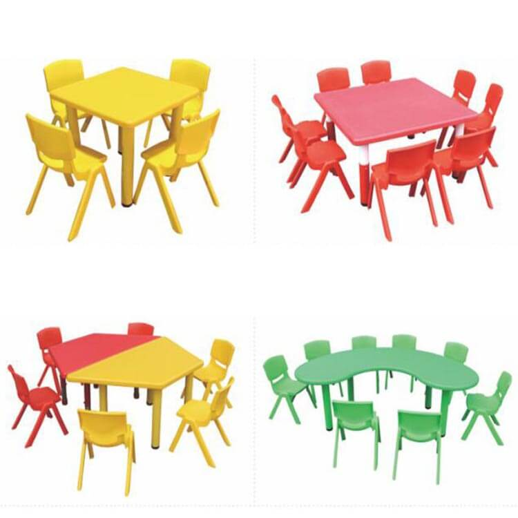Children's table and chairs (4)