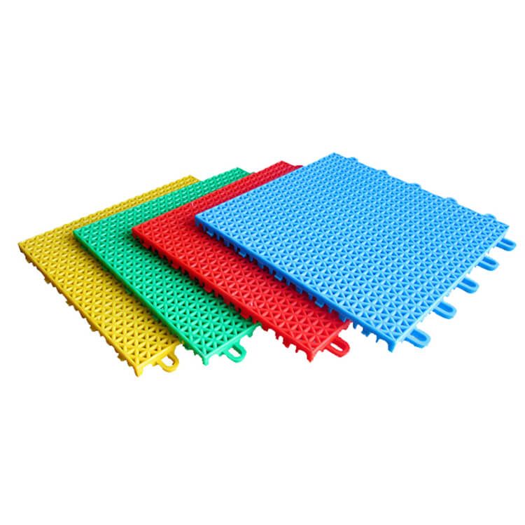 Interlocking suspended floor mat